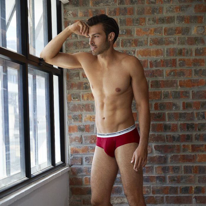 Classic colors stretch cotton trunks in lava red with contrast waistband, , DIM